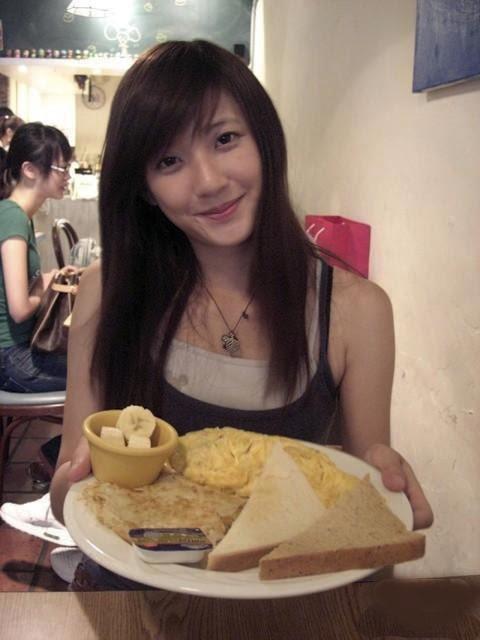 林 逸欣 a.k.a.Shara from Taiwan